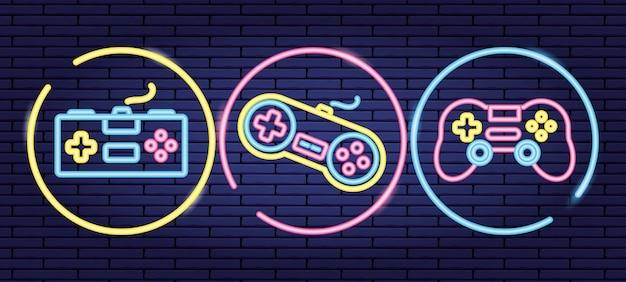 Reihe von objekten im zusammenhang mit videospiel-steuerelementen im neon- und lienal-stil