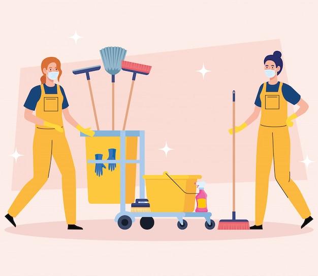 Reinigungsservice des hausmeisterteams, reinigerinnen in uniform, die mit professioneller ausrüstung des saubereren vektorillustrationsdesigns arbeiten