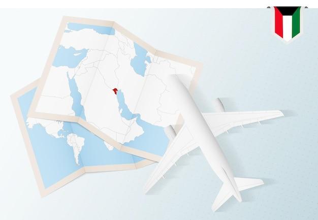 Reisen sie nach kuwait, draufsichtflugzeug mit karte und flagge von kuwait.
