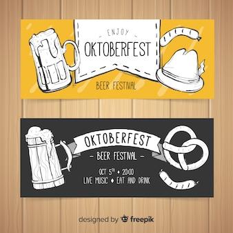Reizende hand gezeichnete oktoberfest fahnen
