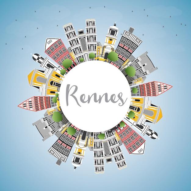 Rennes frankreich skyline der stadt mit farbgebäuden, blauem himmel und textfreiraum. vektor-illustration. geschäftsreise- und tourismuskonzept mit historischer architektur. rennes-stadtbild mit sehenswürdigkeiten.