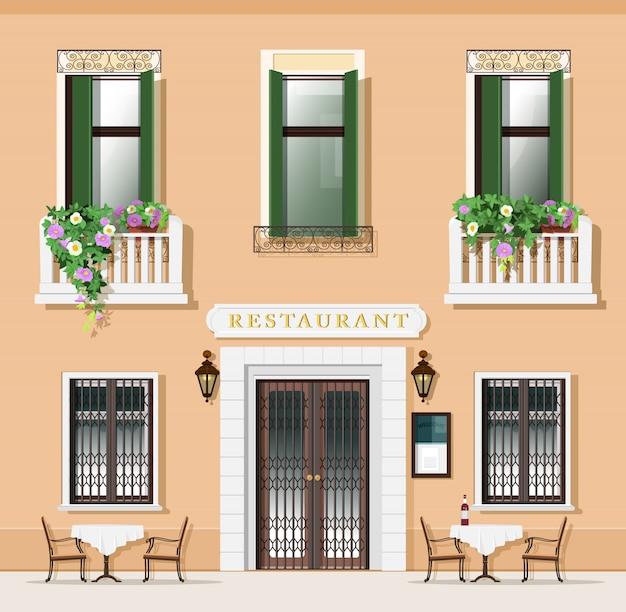 Restaurantfassade im vintage-stil. altmodisches café mit tischen und stühlen. europäische straße mit restaurant außen. illustration.