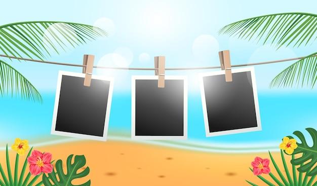 Retro-bilderrahmen, die am seil mit meeresstrand, tropischen, blumen und kokosblättern hängen