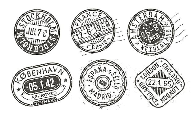 Retro-briefmarken mit krätze, städte-stempel-set auf einem umschlag für vintage-passhülle