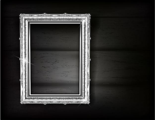 Retro- des silbernen rahmenfotos auf schwarzem holz