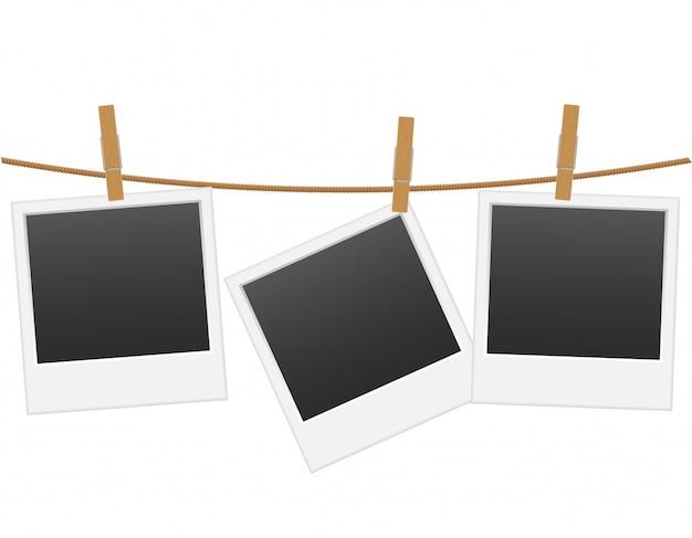 Retro- fotorahmen, der an einem seil mit wäscheklammervektorillustration hängt