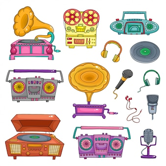 Retro musikausrüstung, alte tonbandgeräte und mikrofone isoliert