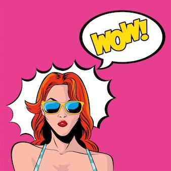 Retro roter haarfrauenkarikatur mit brille und wow-explosionsvektor