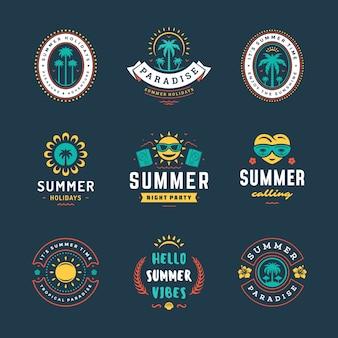 Retro-typografie-design-set der sommerferienlogos.
