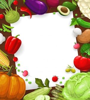 Rezeptkarte von salat, gemüserahmenschablone, leere papiernotiz. salatrezeptkarte oder kochnotiz mit bäuerlichem gemüse und grünem gemüse blumenkohl und mais, auberginen und spargel