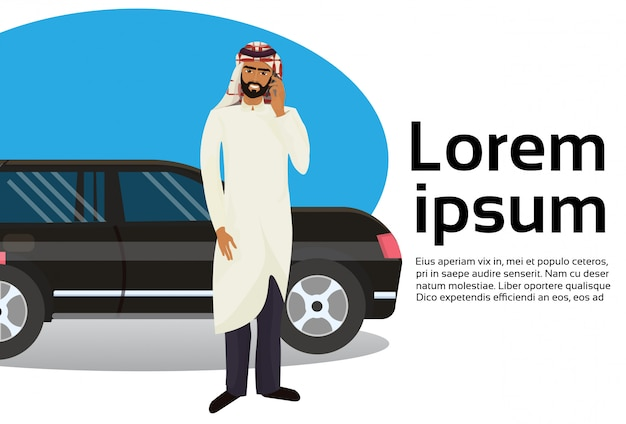 Rich arab business man, der am intelligenten telefon über luxusauto spricht