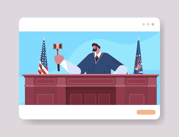 Richter rechtsanwalt staatsanwalt in uniform mit hammer sitzt am arbeitsplatz online-gerichtssitzung rechtsprozess gerechtigkeit rechtsprechung konzept porträt horizontal