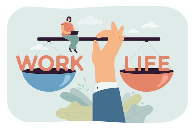 Riesige hand, die arbeit und leben auf einer waage ausbalanciert