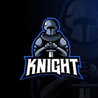 Ritter in rüstung, der einen schwert-esport-maskottchen-logo-design-illustrationsvektor hält