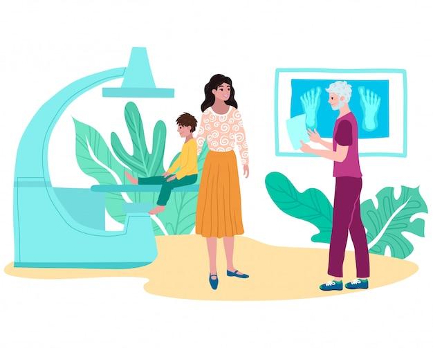 Röntgenfrakturpatient verletzter junge mit mutter, doktortraumatologe betrachten röntgenbild mit flacher illustration der gliedmaßenkarikatur.