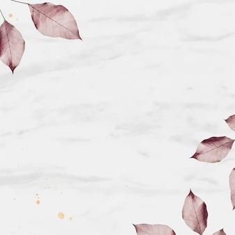 Rosa blatt auf strukturiertem marmorhintergrund