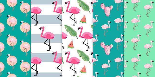 Rosa flamingovogel und exotischer strand trendy mit nahtlosem muster der geometrischen formen premium-vektor