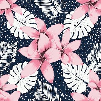 Rosa frangipani-blumen mit nahtlosem muster und monstera-blatt