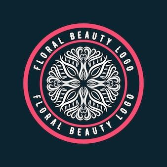 Rosa handgezeichnete weibliche und florale logo-abzeichen geeignet für spa-haut hautpflege- und schönheitsunternehmen premium