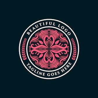 Rosa handgezeichnete weibliche und florale logo-abzeichen geeignet für spa-salon haut haar schönheit boutique und kosmetikunternehmen premium