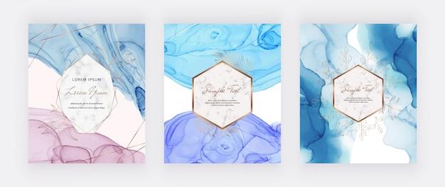 Rosa und blaue alkoholtintenkarten mit goldenen blättern und rahmen mit polygonalen linien. abstrakter handgemalter hintergrund. fließendes kunstmalerei-design.
