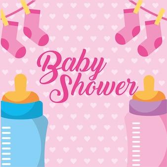 Rosa und blaue saugflasche und kleidung baby