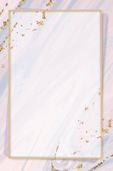 Roségoldener rahmen auf rosafarbenem, flüssig gemustertem hintergrund