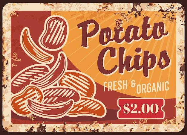 Rostige metallplatte der kartoffelchips gebratenes knuspriges snack-weinlese-rostzinnzeichen