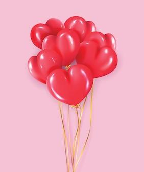 Rote aufblasbare luftballons in form eines herzens auf einem rosa hintergrund. valentinstag und andere feiertage.
