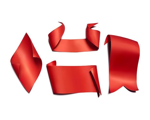 Rote bänder und markierungsfahnenabbildung. 3d-realistische gebogene papier, satin textil oder seide banner