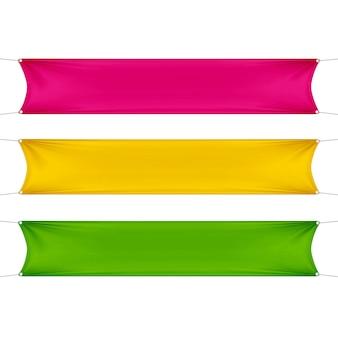 Rote, gelbe und grüne leere leere horizontale rechteckige banner, die mit eckenseilen gesetzt werden.