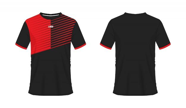 Rote und schwarze fußball- oder fußballschablone des t-shirts für mannschaftsverein auf weißem hintergrund. jersey sport
