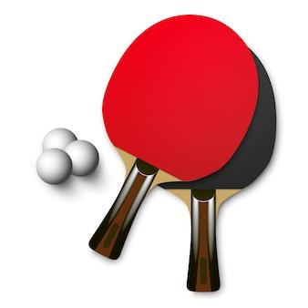 Rote und schwarze tischtennisschläger aus holz mit bällen. tischtennis-spiel