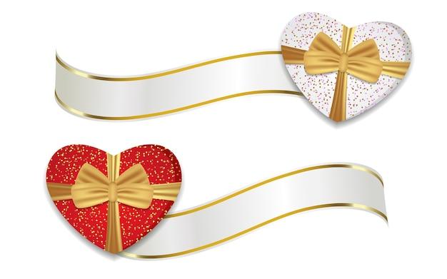 Rote und weiße herzförmige kisten mit bändern und goldenen schleifen. dekoration für valentinstag und andere feiertage.