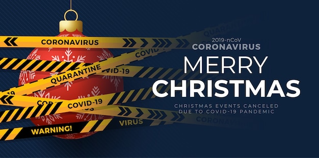 Rote weihnachtskugel und quarantäne-biogefährdungsgefahr. gelbe und schwarze streifen. coronavirus covid-19 und weihnachtskonzept.