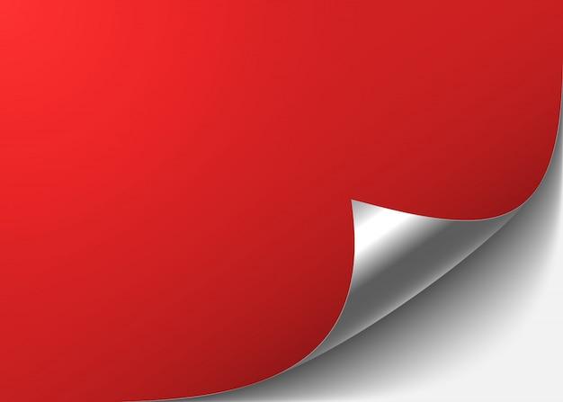 Roter abstrakter hintergrund mit einer gebogenen silbernen ecke.