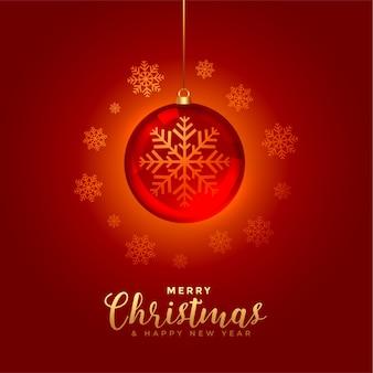 Roter hintergrund des glänzenden frohen weihnachten mit kugel