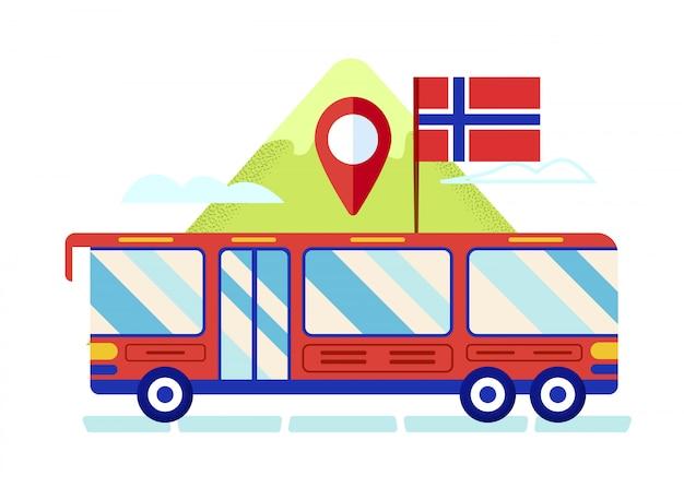 Roter reisebus mit norwegen-flagge auf dach-ferien