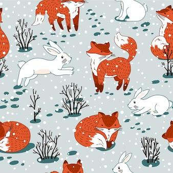 Rotfüchse und weißer hase im wald. nahtloses muster mit wildem waldtier. winterweihnachtsillustration.