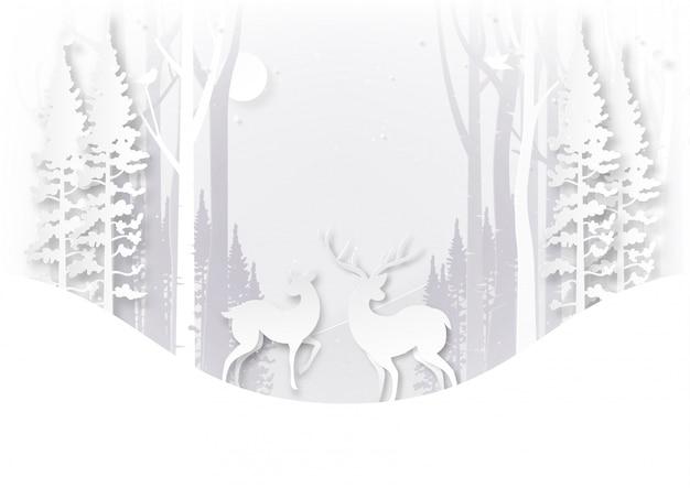 Rotwildwild lebende tiere im wald auf wintersaisonlandschaft und weihnachtstagkonzept.