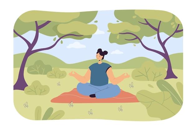 Ruhiges frauenwaldbaden. weibliche zeichentrickfigur macht yoga in der natur, bäume und büsche flache illustration flat