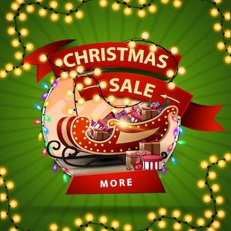 Runde rabattfahne des weihnachtsverkaufs mit einem band eingewickelt in einer girlande
