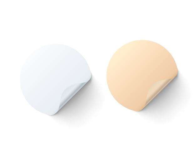 Runder farbiger aufkleber auf weißem hintergrund, set-pack. vektor-illustration