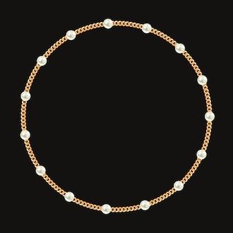 Runder rahmen mit goldener kette und weißen perlen.