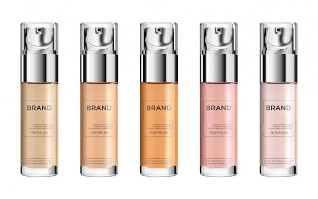 Runder satz beige glänzende plastikflasche mit spender für flüssigseife, shampoo, duschgel, lotion, foundation, körpermilch.
