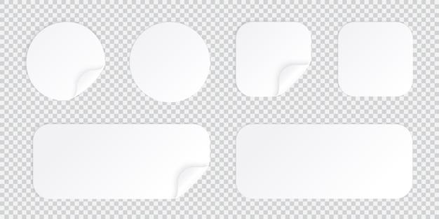Runder und quadratischer aufkleber mit gebogener ecke, weiße fleckenschablone isoliert mit schatten, klebrigem preisschild oder promo-etikett
