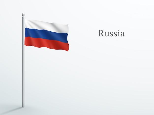 Russland-flagge, die auf stahlfahnenmast weht