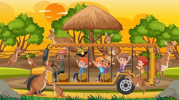 Safari bei sonnenuntergang mit kindern, die eine känguru-gruppe beobachten