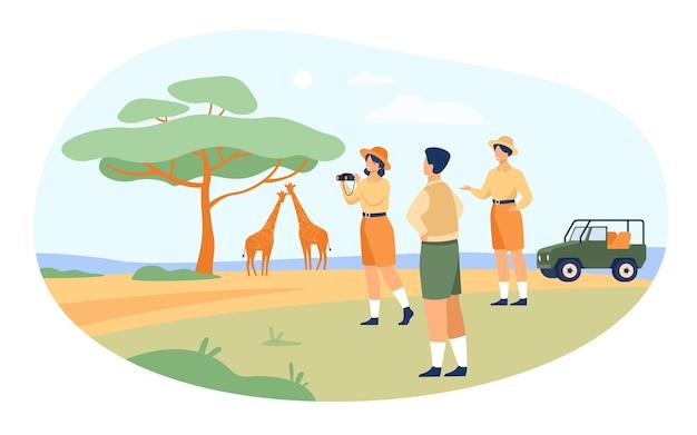 Safari-touristen genießen abenteuerreisen, beobachten tiere und fotografieren afrikanische landschaft, flora und fauna. vektorillustration für jeep-tour in kenia, savanne, reise