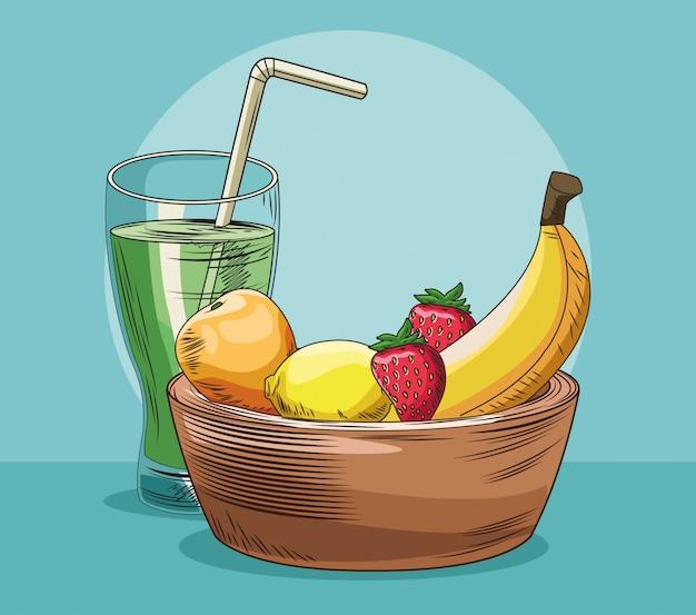 Saftglas und korb mit frischen früchten